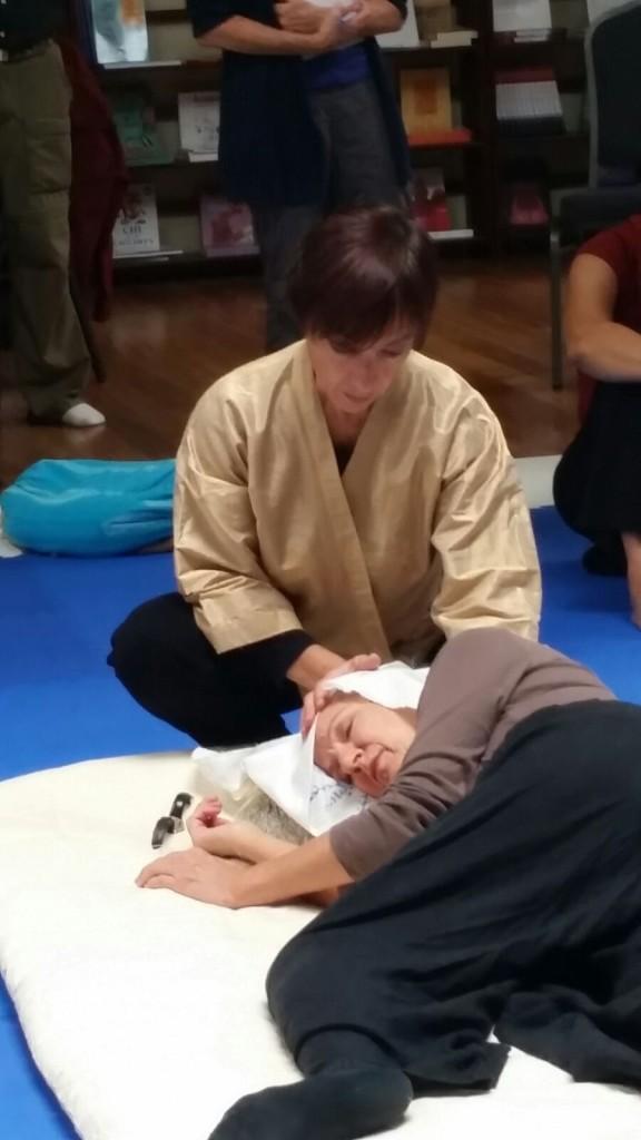Inviato da Chicago Shiatsu Symposium 2015 Day 1 patrizia stefanini shiatsu session